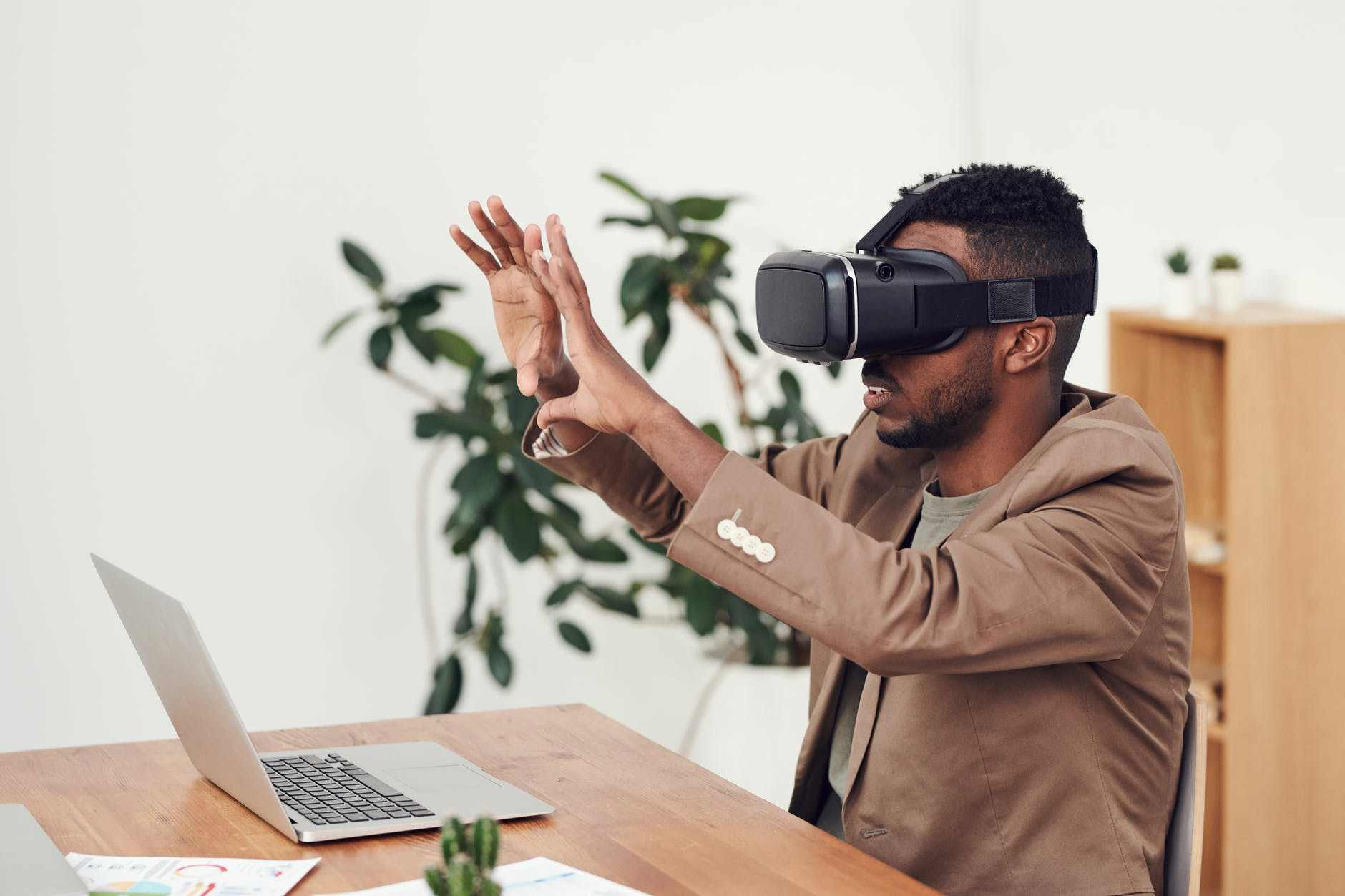 Augmented Reality VS Virtual Reality: What's the Difference?